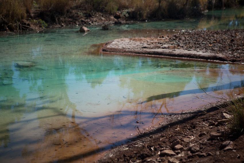 Polluted Hanrahans Creek near Redbank Mine, © Jessie Boylan / MPI 2011