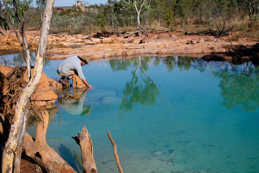 Testing PH of Polluted Hanrahans Creek near Redbank Mine, © Phoebe Barton / MPI 2011