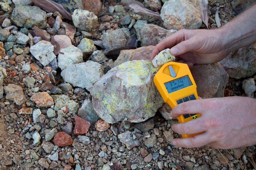 Geiger Counter Readings at Eva - former uranium mine, © Phoebe Barton / MPI 2011